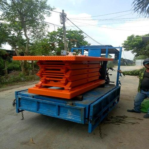 Bàn nâng điện 1 tấn 4m chuẩn bị về nhà mới