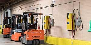 Giải pháp giữ xe nâng  mới phục vụ nhu cầu trong kho